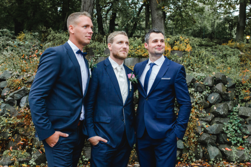wedding grooms men by sarahandsamuelphotography