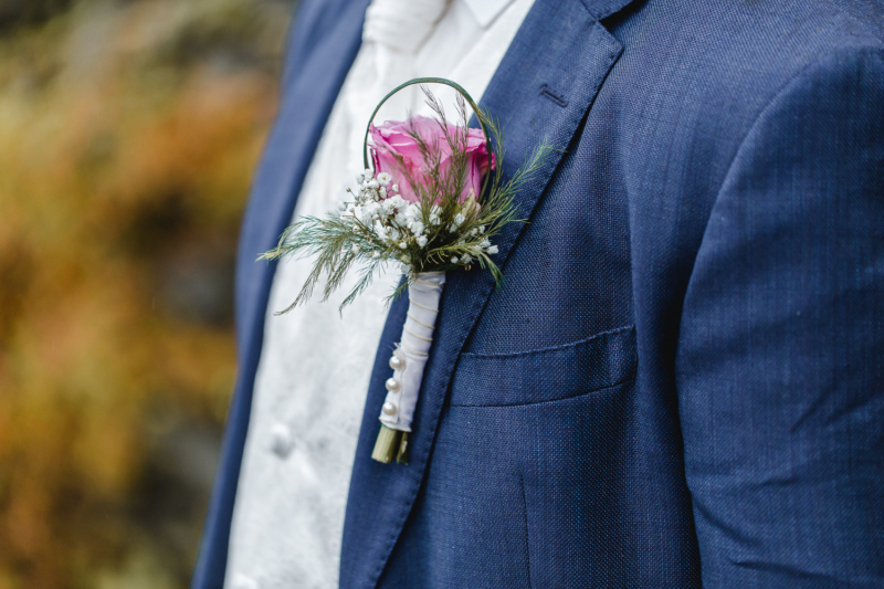 wedding groom floral decoration by sarahandsamuelphotography