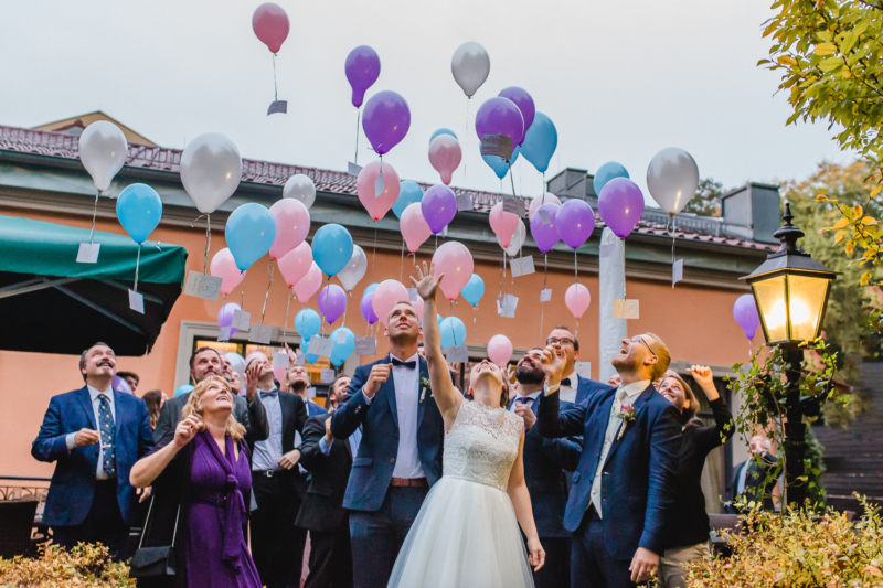 wedding balloons by sarahandsamuelphotography
