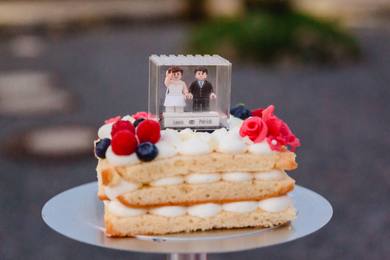 wedding cake by sarahandsamuelphotography